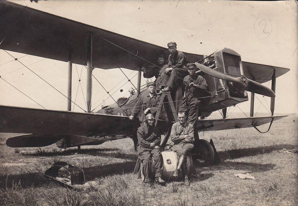 Экипаж самолета-разведчика Р-1. Манчжурия, 1929 год..jpg