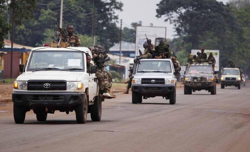 Автоколонна с силами мусульманской группировки Seleka на выезде из города Банги