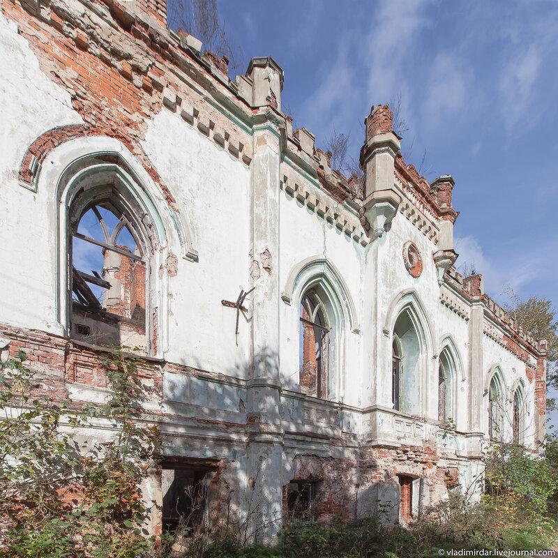 Замок в Колосово - вид на парк