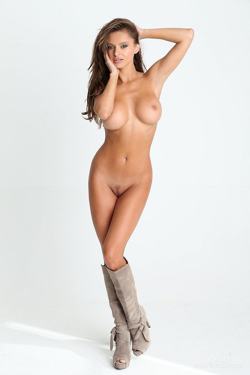 Чешская модель с большими сиськами 25 фотография