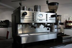 Кофеварки, кофемолки и кофемашины — любителям напитка