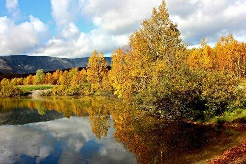 Осенний бережок...