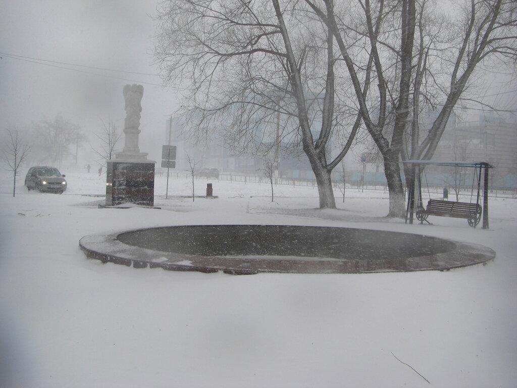 Сквер с фонтаном в центре Долгодеревенского (26.04.2014)