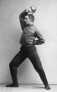 Удар, имеющий целью выбить шпагу из рук противника