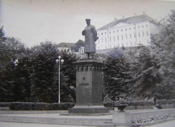 Памятник Сталину в Таллине.
