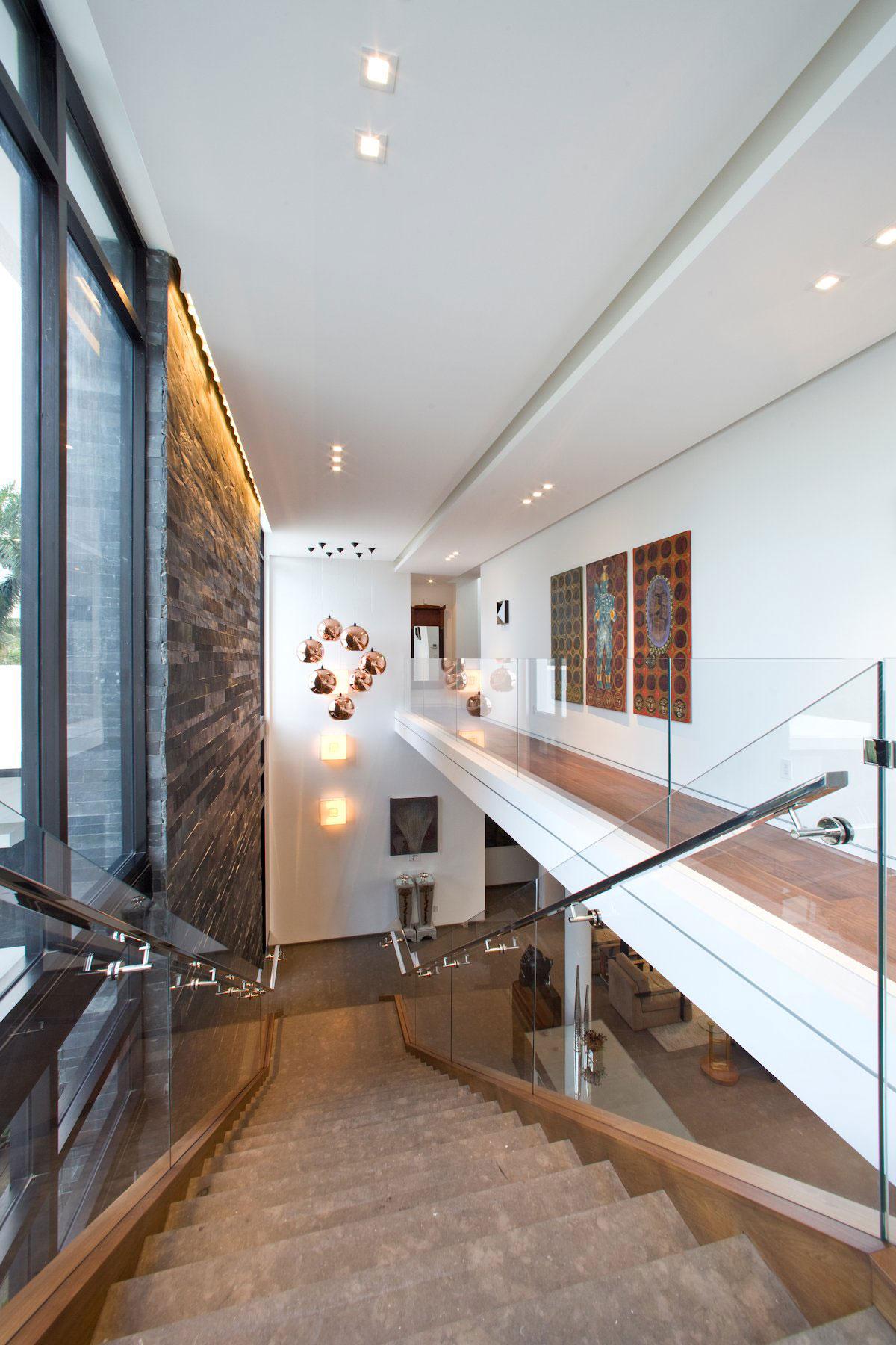 KZ Architecture, Franco Residence, муниципалитет Голден Бич, дома в Майами-Дейд, особняки во Флориде, роскошные дома в США, белый фасад частного дома