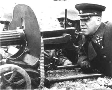 5-Жуков у пулемета.jpg