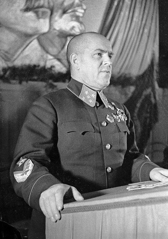 3-Выступление генерала армии Г.К. Жукова с трибуны. 01.09.41.jpg