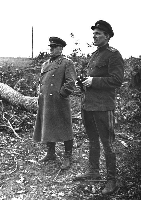 11-А.Е. Голованов с Г.К. Жуковым. Брянский фронт, июль 1943 г.jpg