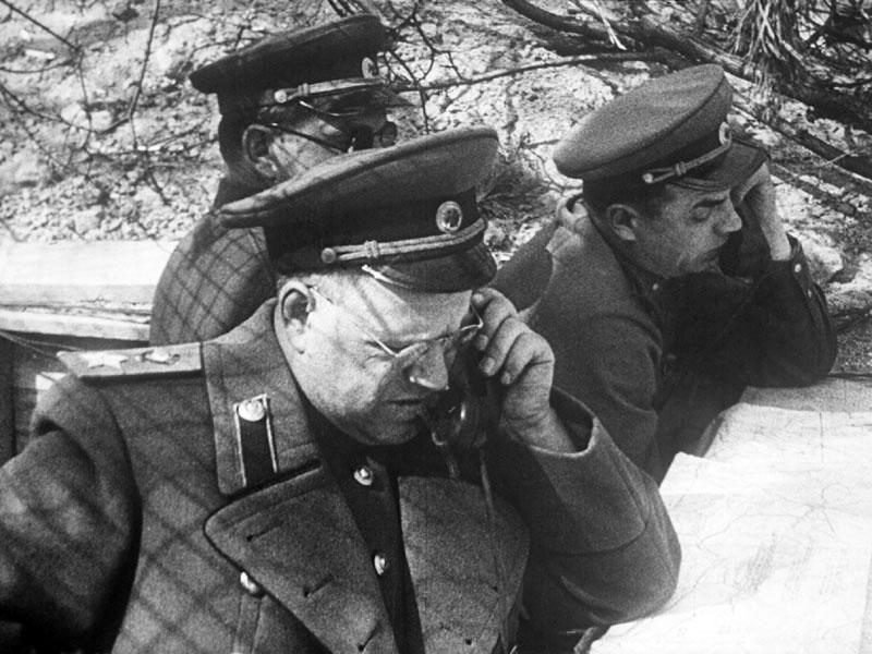 14-Г.К. Жуков на командном пункте. Апрель 1945 г.jpg