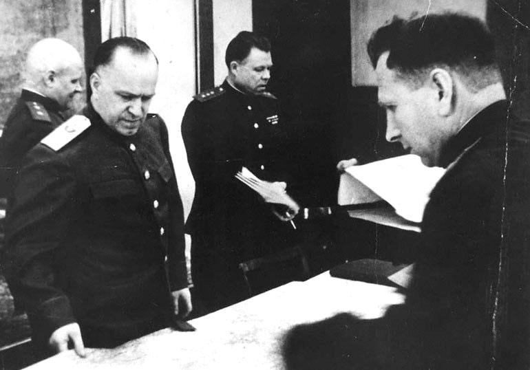 16-Подготовка Берлинской операции. Телегин, Жуков, Малинин, Варенников.jpg