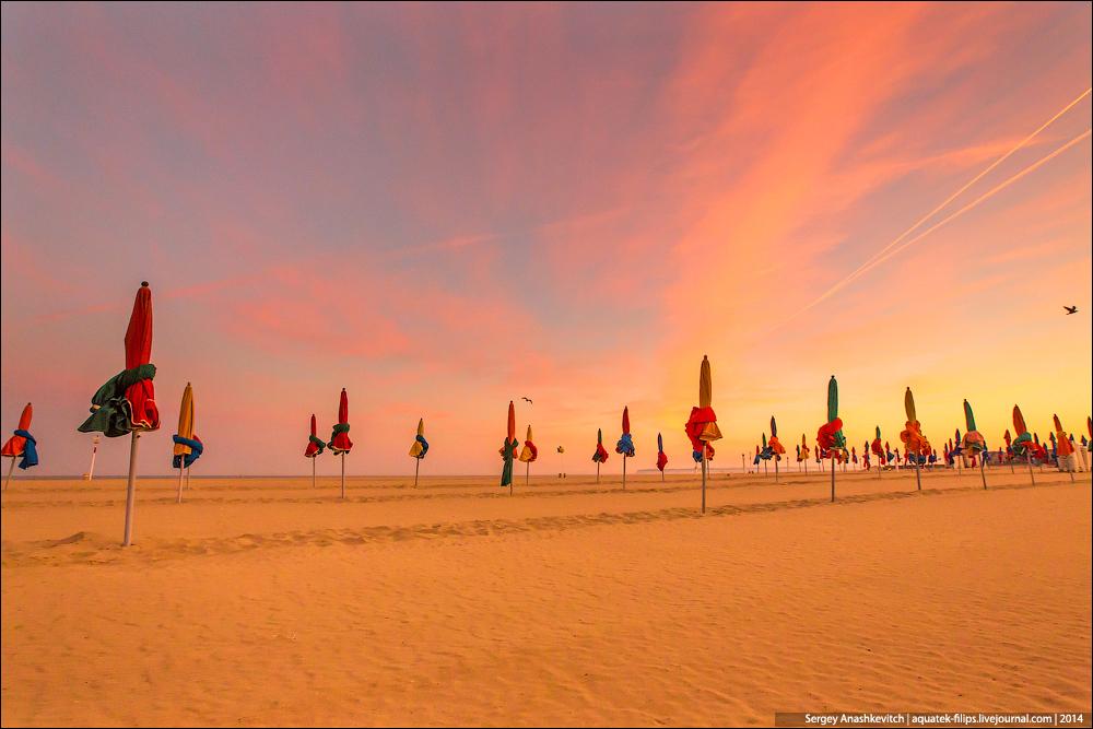Рассвет над пляжем толстосумов