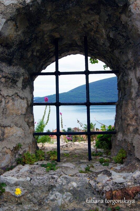 Окно крепости