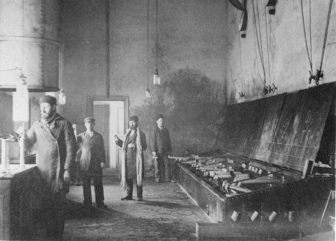 Стойка регистрации на заводе Нобеля в Баку