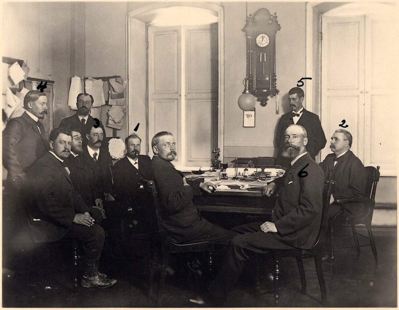 Роберт и Людвиг Нобели со своими сотрудниками в Баку