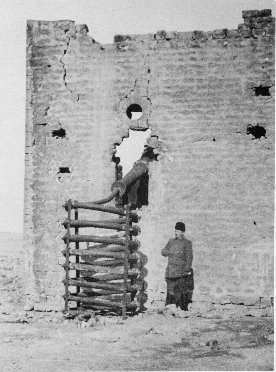 Разрушенный завод в Баку