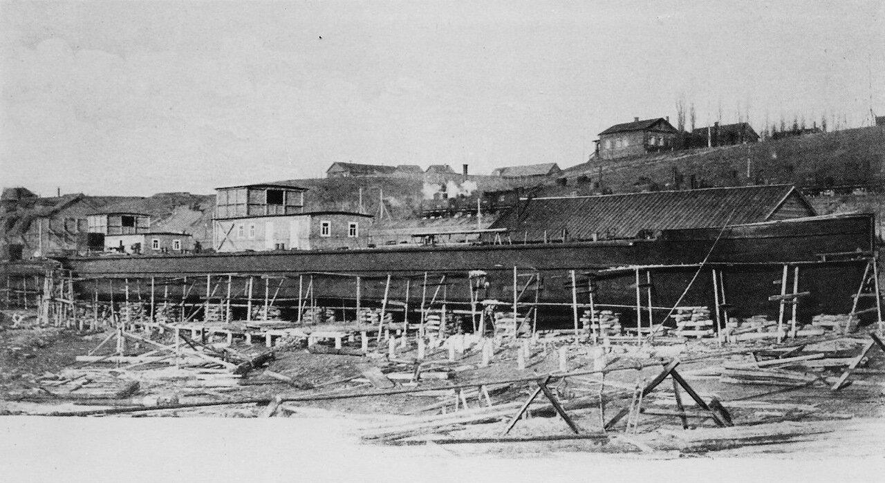 Строительство грузовых судов на верфи Нобеля в Баку