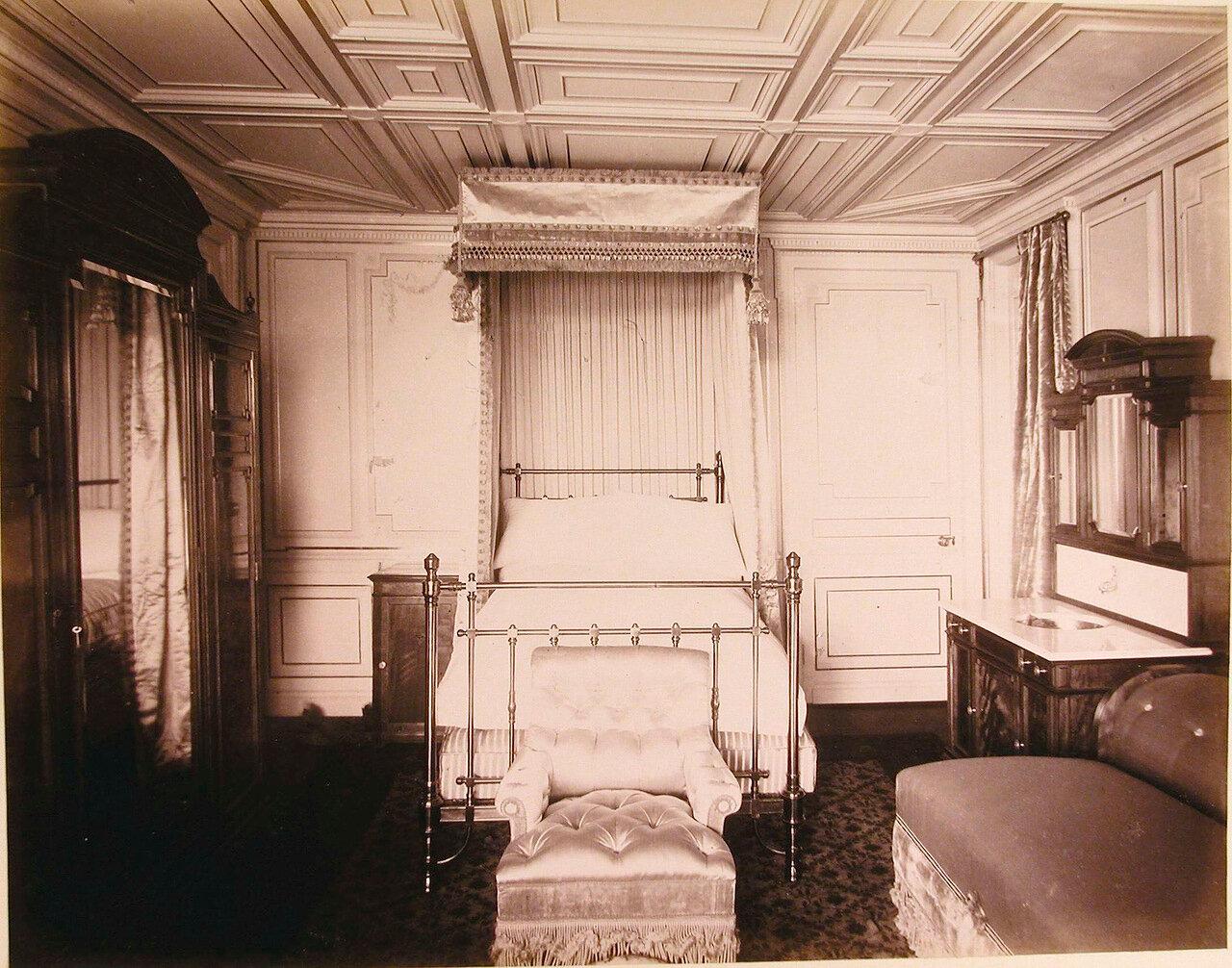 10. Вид одной из спальных комнат на яхте «Ливадия»
