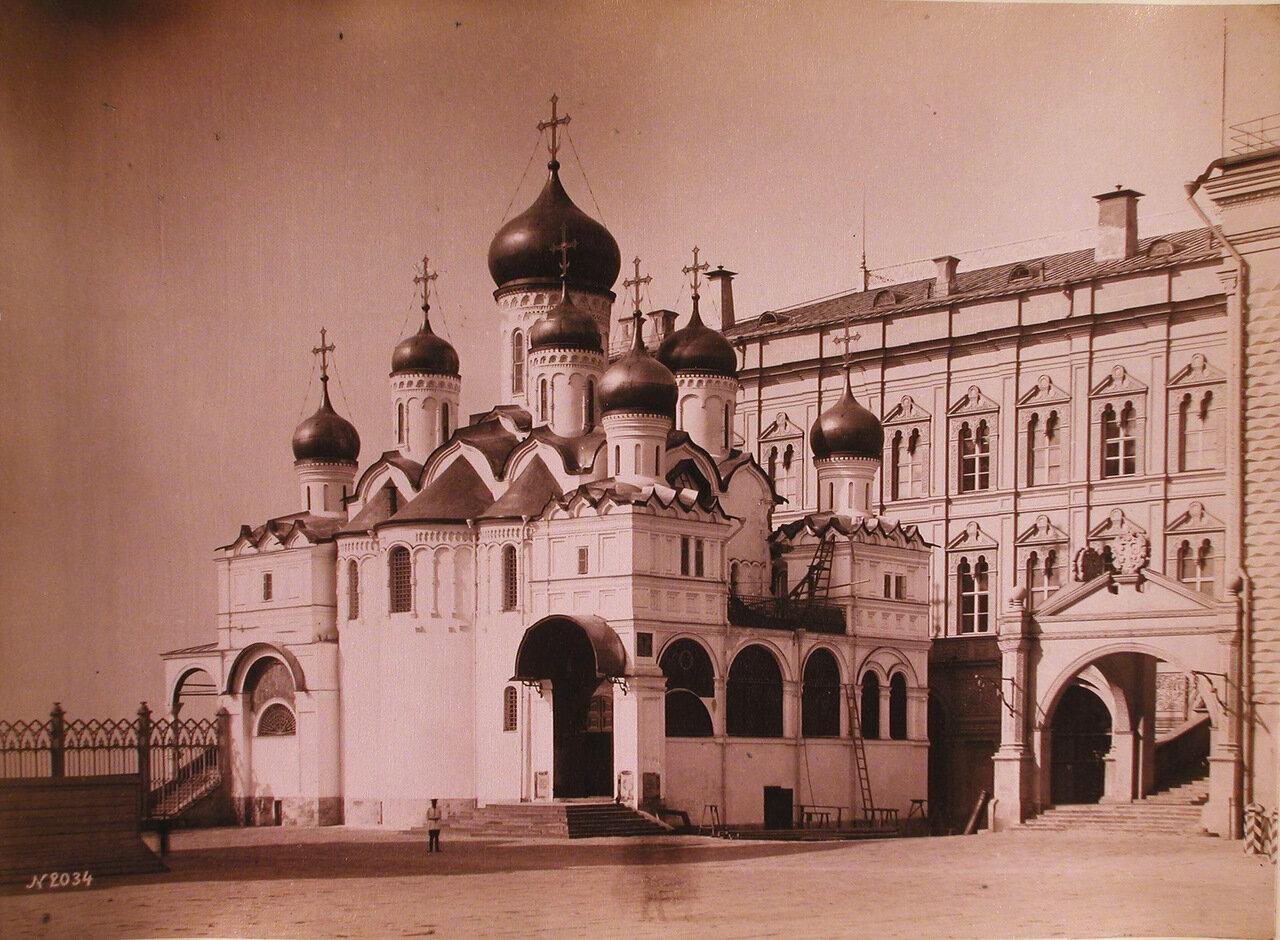 Вид на Благовещенский собор в Кремле - домовую церковь московских государей