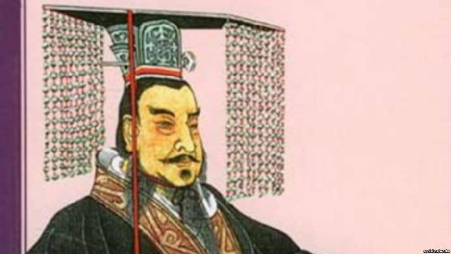 19-метровый памятник первому императору Китая упал из-за ветра