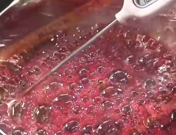Reinventing strawberry – Impressive demonstration of molecular gastronomy…
