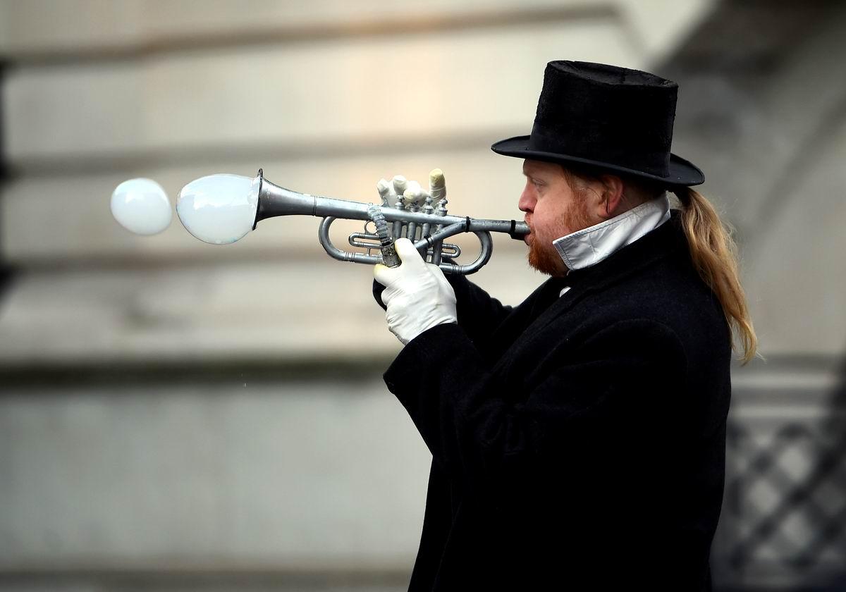 А я играю на трубе: Выдуватель мыльных пузырей