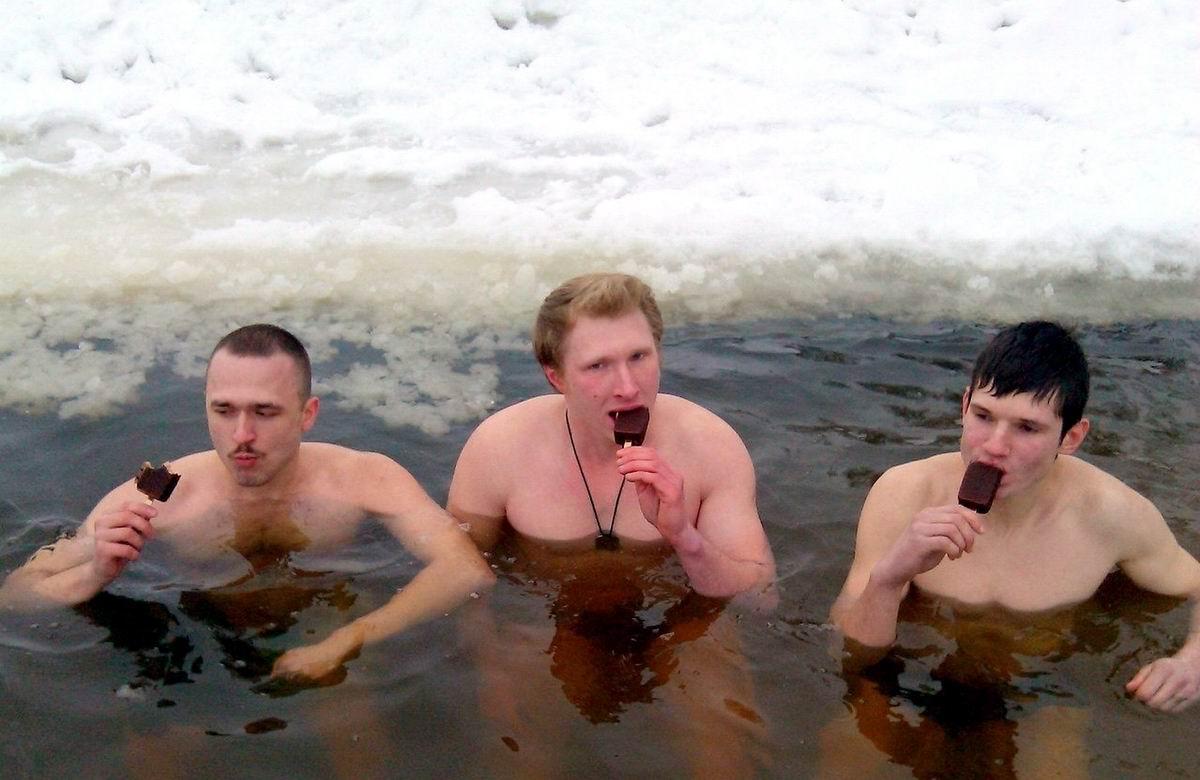 А мы тут мороженое жуем: Обыкновенные русские парни в ожидании наступления настоящей весны