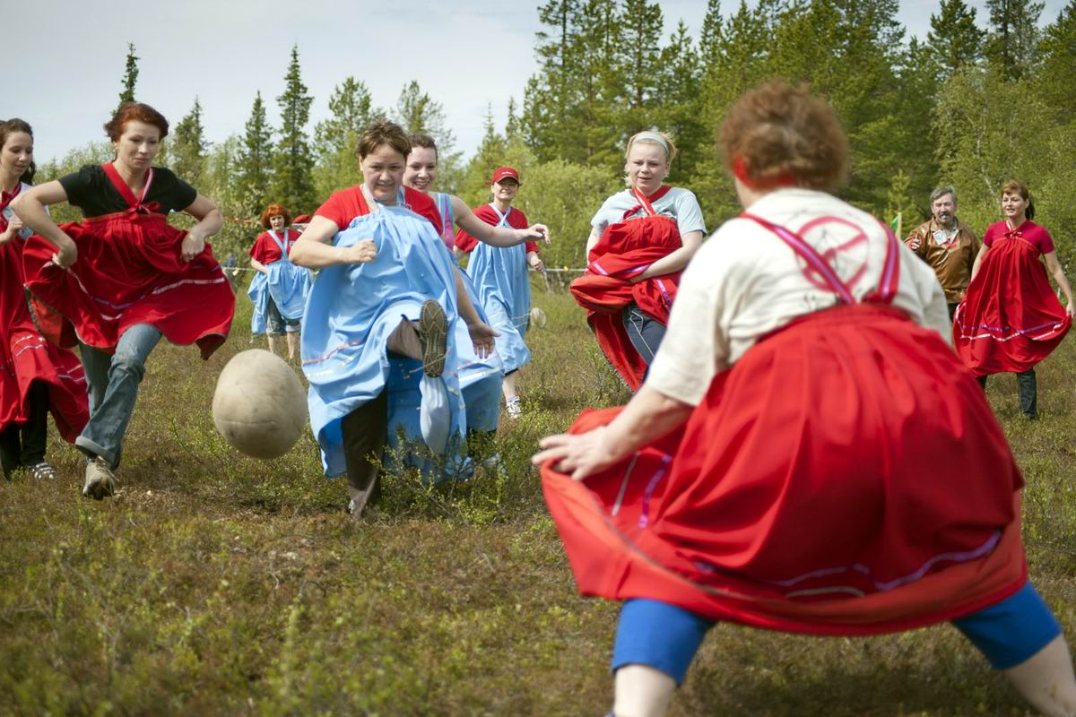 Давайте, бабы, развлечемся!: Саамский женский футбол