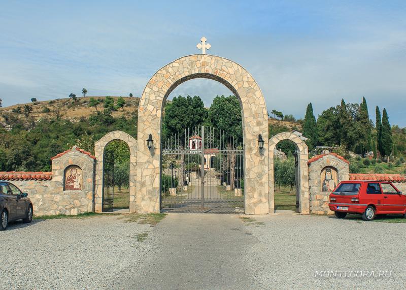 Монастырь Дайбабе в Черногории представляет собой действующий православный мужской монашеский комплекс