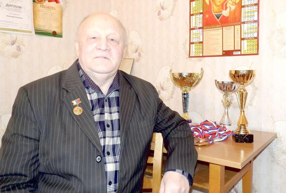 Анатолий Николаевич Горислов — шестнадцатикратный чемпион России, пятикратный чемпион СНГ, двукратный чемпион мира, многократный чемпион Европы, победитель Кубка России по тяжелой атлетике среди ветеранов.