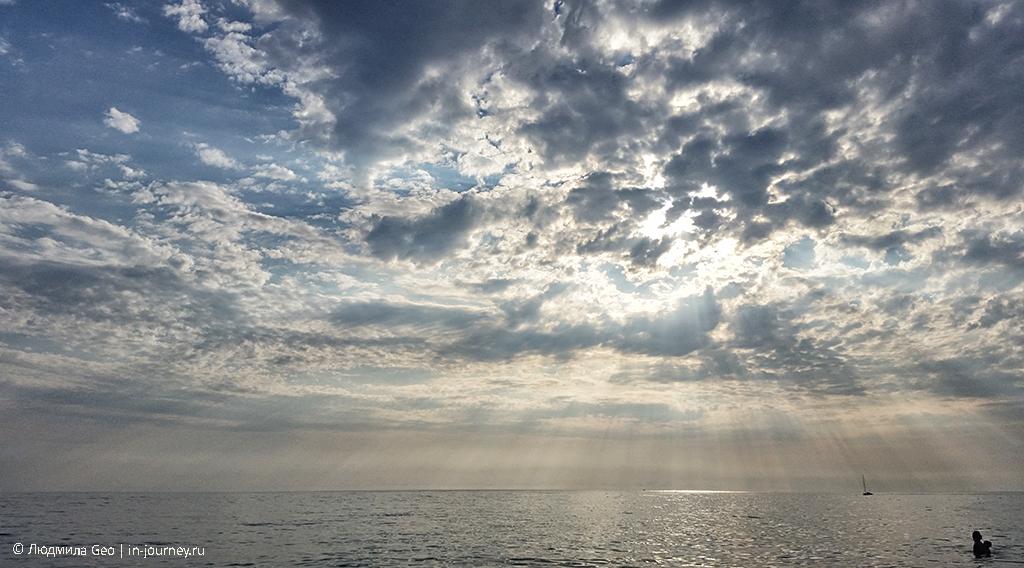 небо над Черным морем в Гагре