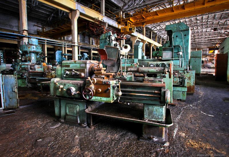 Заброшенный машиностроительный завод здесь, столовой, здания, только, очень, несколько, сразу, почти, территории, удалось, завод, можно, цехов, оборудование, станков, некоторых, упадка, место, просто, кажется