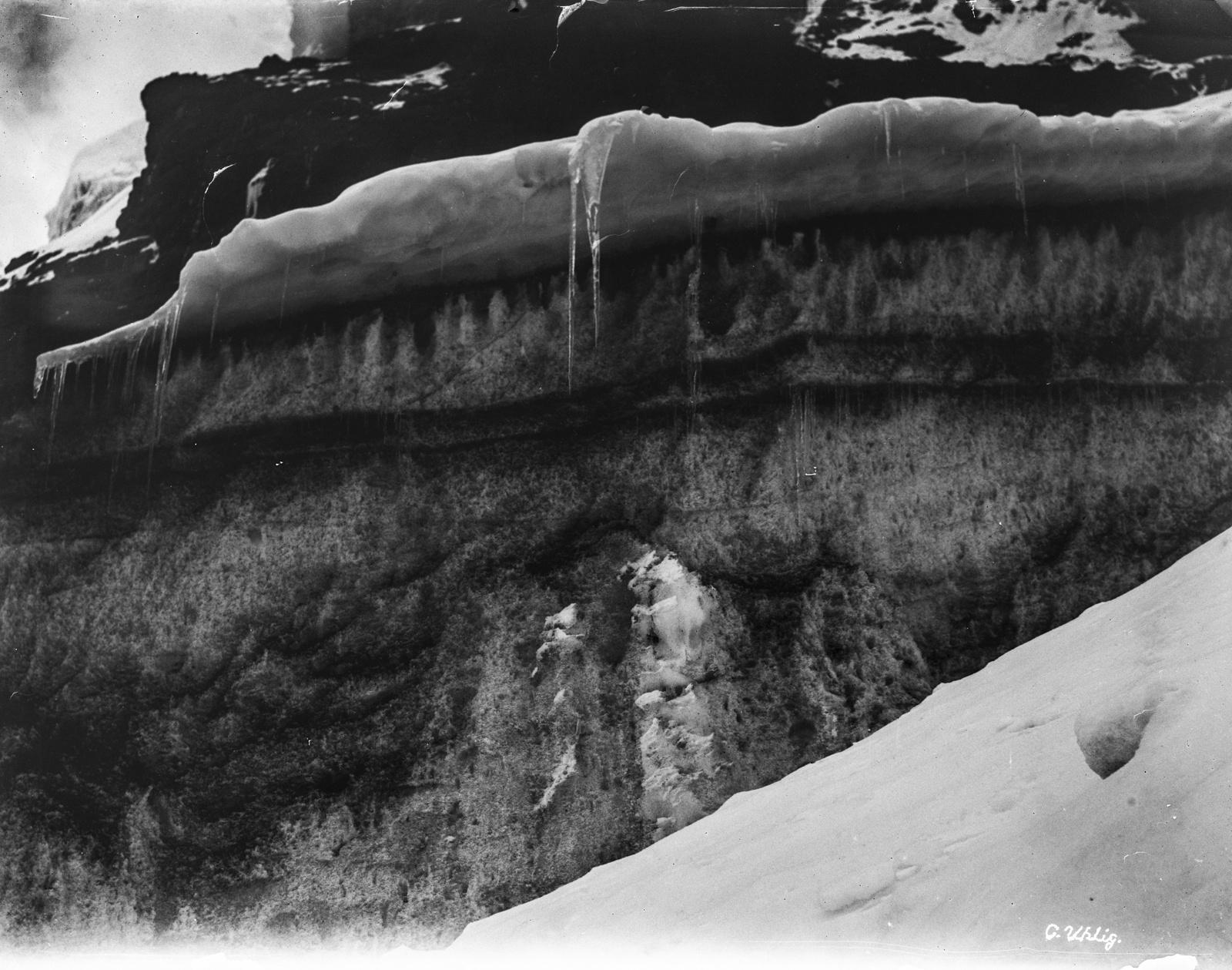 84. Гора покрыта снегом и льдом