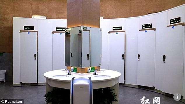 А то туалетную бумагу воруют: в Китае открыли туалет будущего с системой распознавания лиц (5 фото)