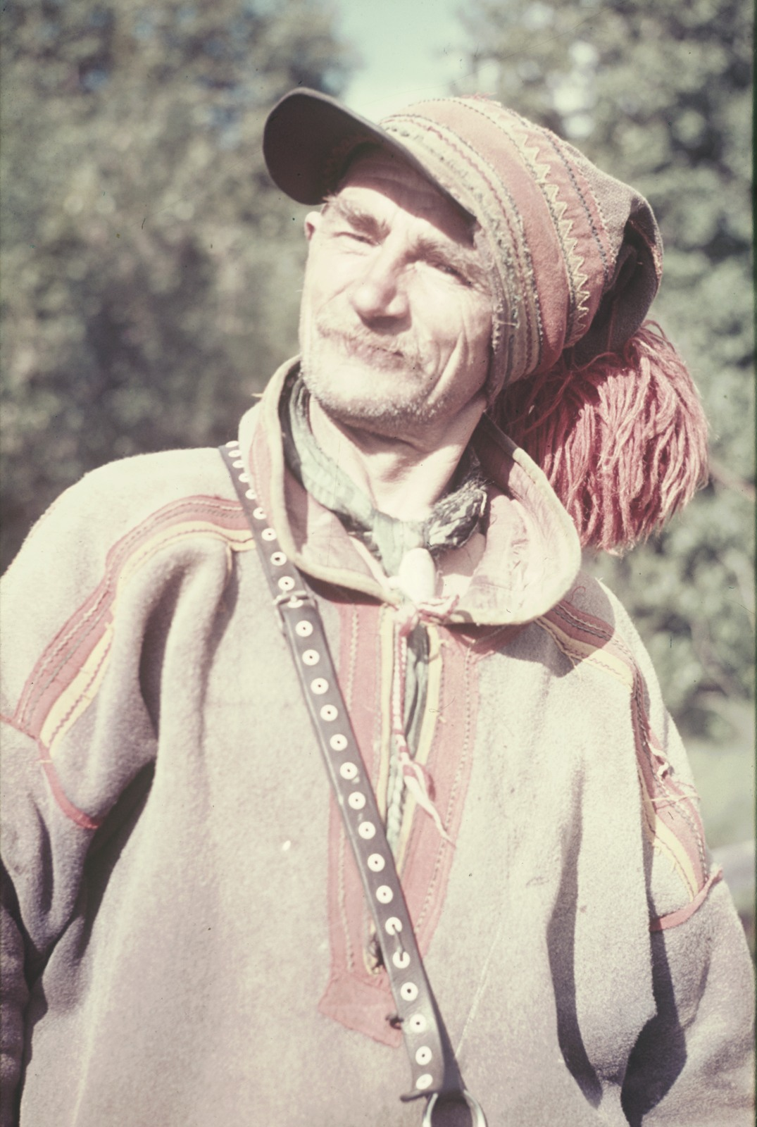 Портрет старого саама в национальном костюме