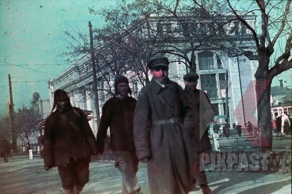 stock-photo-ww2-color-ukraine-1942-peasents-town-pow-trams-communist-building-7990.jpg