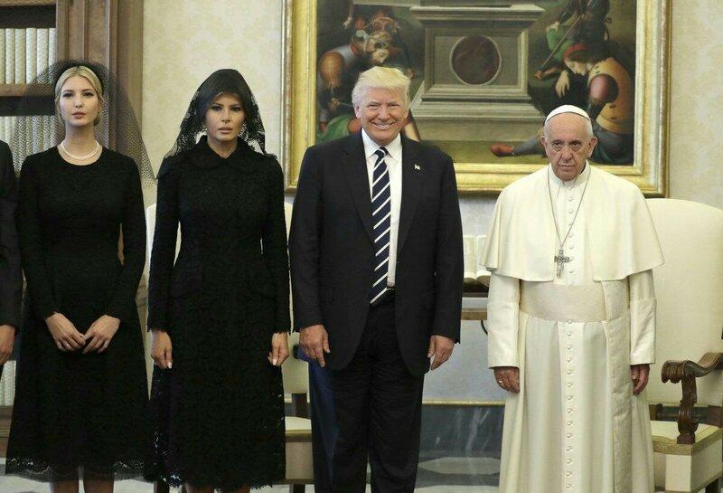 Трамп с женой и дочерью в Ватикане.