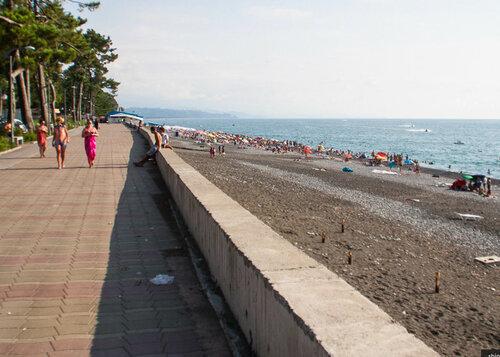Пляж в Кобулети галечный