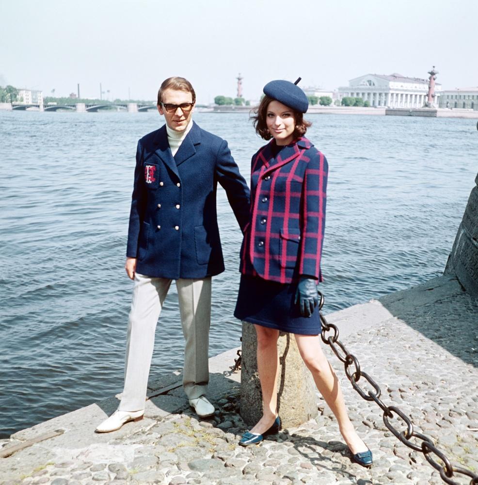 2. Весенние комбинированные костюмы из новых шерстяных тканей.1968 г. Фотохроника ТАСС/П.Федотов