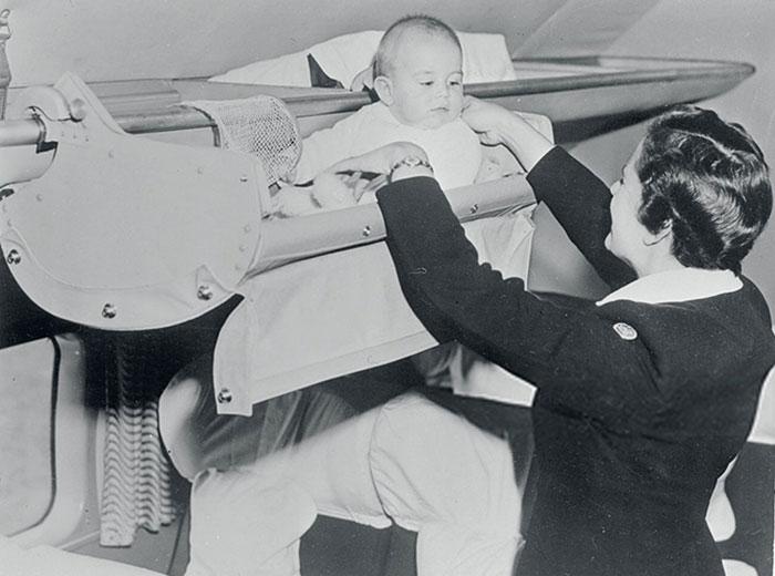 Как дети путешествовали на борту самолета в 1950-х (3 фото)