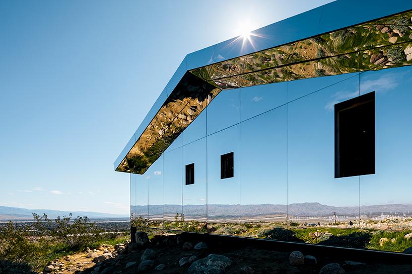 Зеркальный дом в долине Коачелла