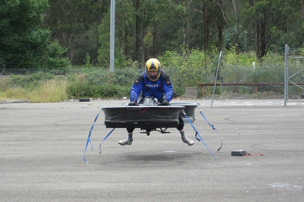 18. Инженер считает, что его летательный аппарат лучше, чем существующие вертолеты (именно с ними он
