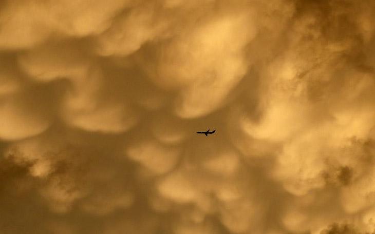 2. Оранжевое небо в Неваде. (Фото Larry Steagall):