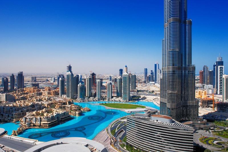 Хотел ли бы ты посетить Дубай или ты сторонник строгих норм и законов и остался бы тут жить? Оставля