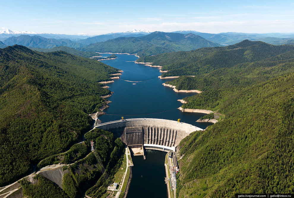 20. Установленная мощность Саяно-Шушенской ГЭС — 6400 МВт, среднегодовая выработка 24 млрд кВт·