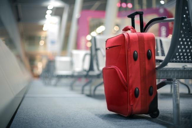 © Depositphotos  Здесь все просто: нарочито дорогой чемодан может перейти вруки воришек, асе