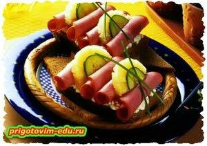 Ветчинные рулетики с ананасами