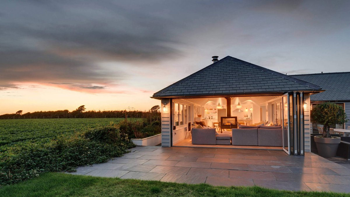 красивый дом на природе