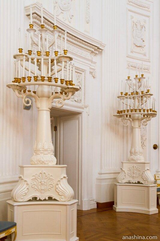 Напольные светильники в Круглом зале, Петровский путевой дворец