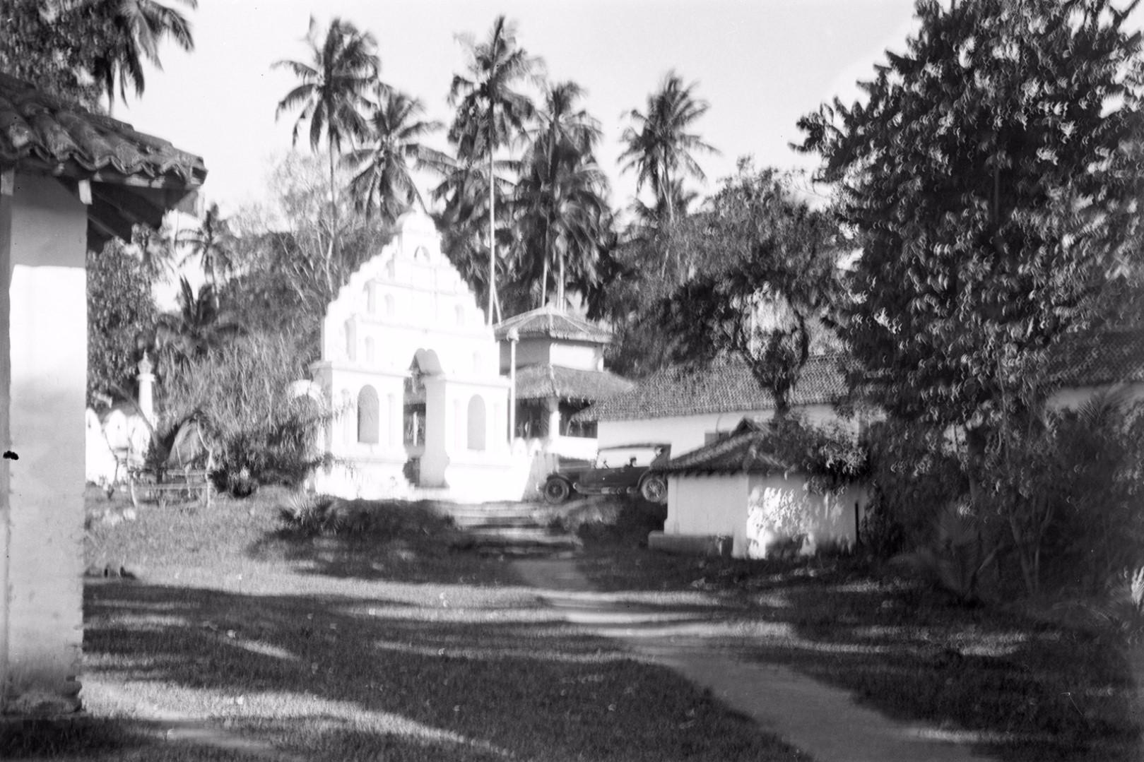 203. Вход в Раджа Маха Вихара, буддийский храм в Бадуллу